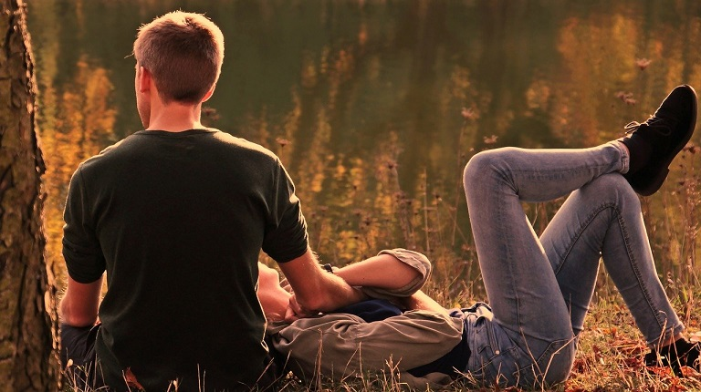 how to know if he's in love with you